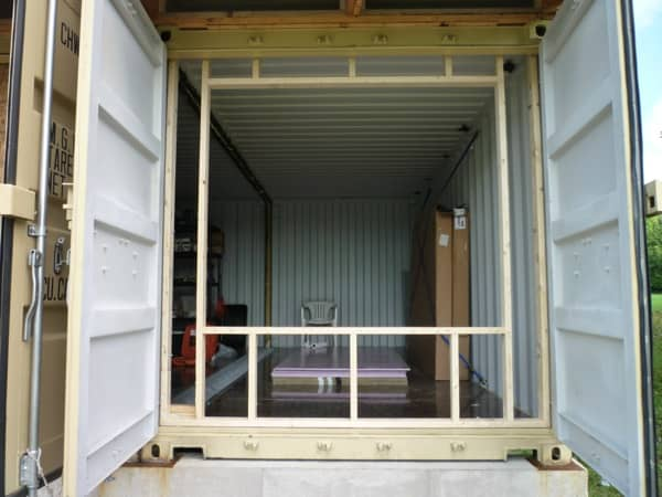 Cabaña Tin_CAN marco muro ventana