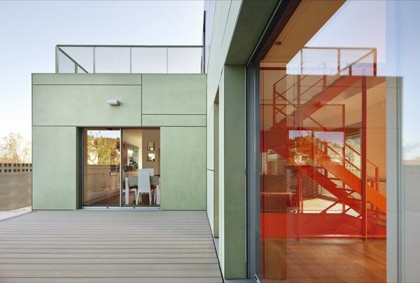 Casa-Castaño-prefabricada-puerta-patio