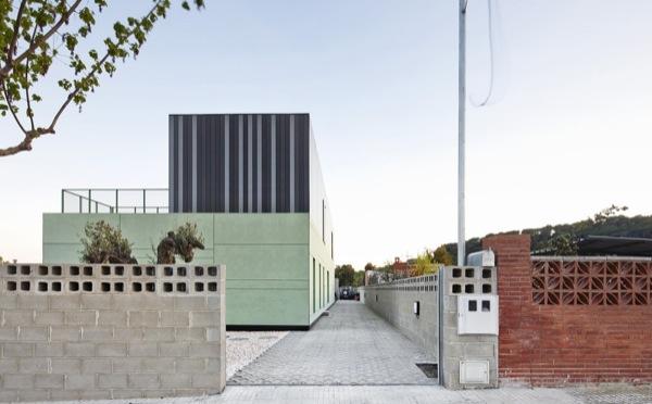 Casa-Castaño-prefabricada-vista-desde-calle