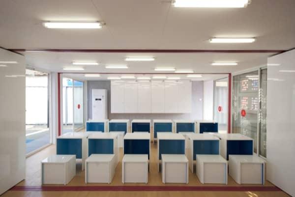 interior-Centro-inmigrantes-contenedores-mobiliario