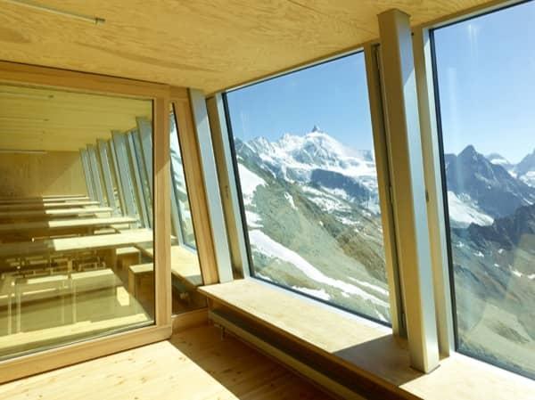 interior-albergue-Tracuit-ventanas-sur