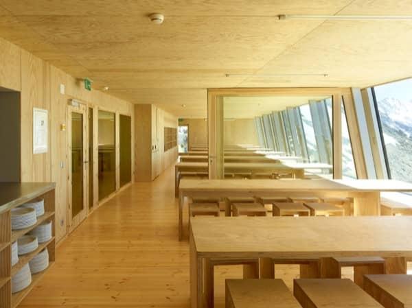 interior-albergue-Tracuit-vista-general-comedor
