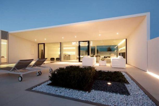 Villa-Jesolo-Lido-Pool-fachada-acristalada-patio