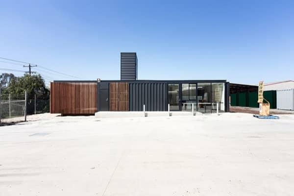 exterior-Royal-Wolf-oficinas-contenedores-materiales-fachada