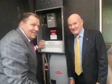 PBob Baldwin-Greg Bourne-activando-sistema-integrado-solar-termico-Australiano