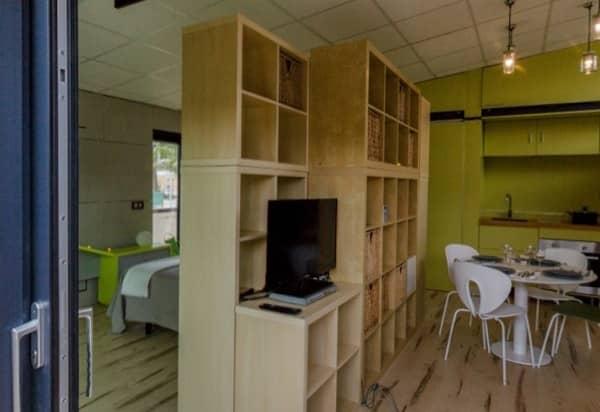 Casa-SymbCity-mueble-separador-comedor-cama