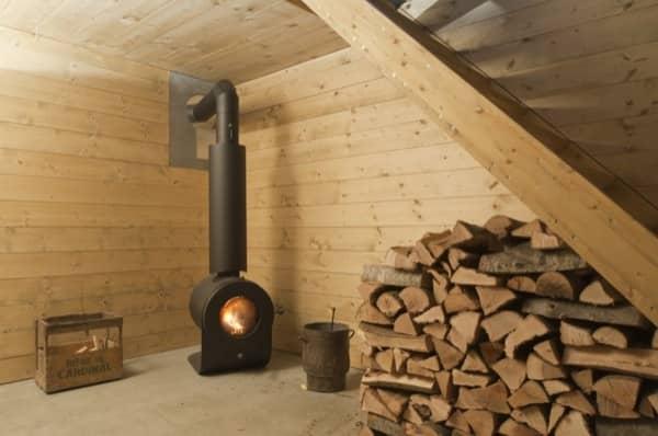 chimenea-sotano-Windig-casa-minima-madera