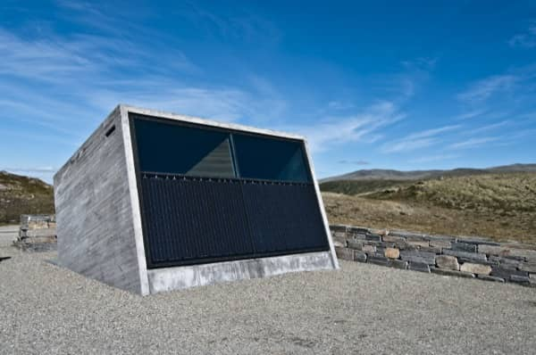 fachada-solar-Flotane-refugio-lavabos-Noruega