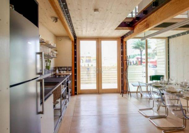 interior-cocina-comedorcasa-prefabricada-Reciprocity-SD2014