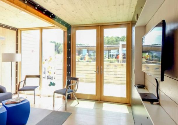 interior-sala-casa-prefabricada-Reciprocity-SD2014