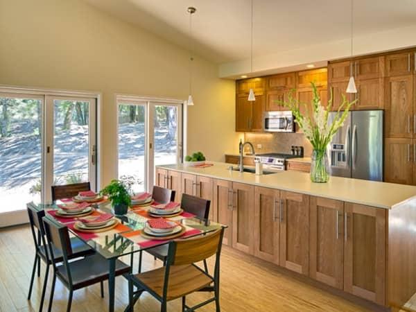 Balance-casa-prefabricada-Blu_Homes-comedor-cocina