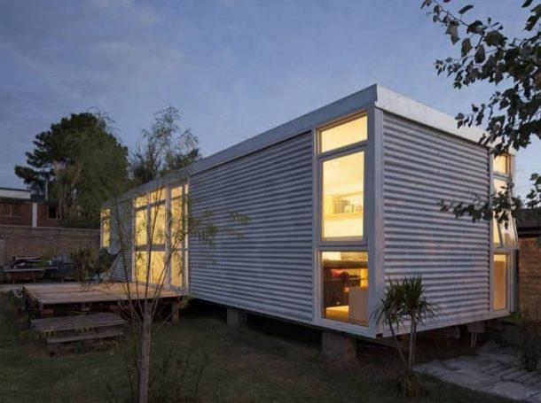 Casa-MIA-autoconstruida fachada nocturno