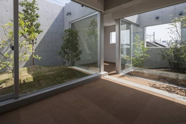 Casa_K-patios ajardinados
