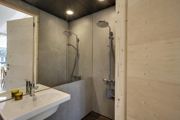 Embrace-casa-solar-azotea-baño