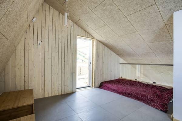 Embrace-casa-solar-dormitorio-altillo