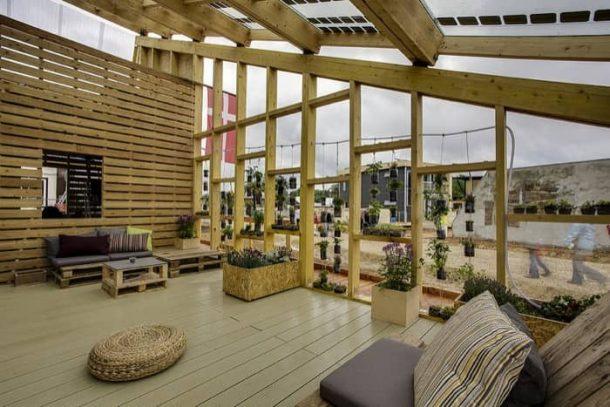 Embrace-casa-solar-terraza-comun