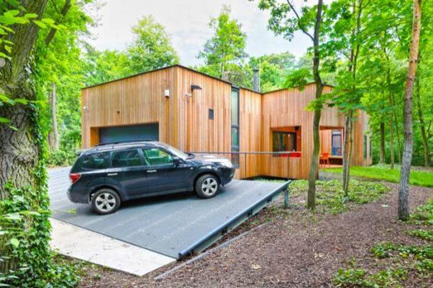 exterior-Casa-Podkowa-fachada-garaje