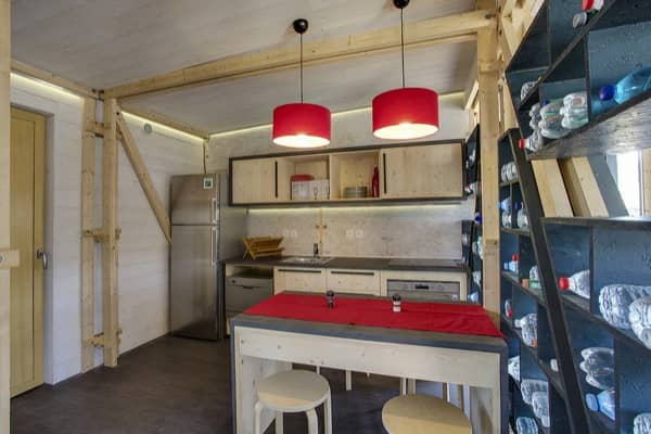 interior-Casa-Fenix-emergencia-cocina-comedor