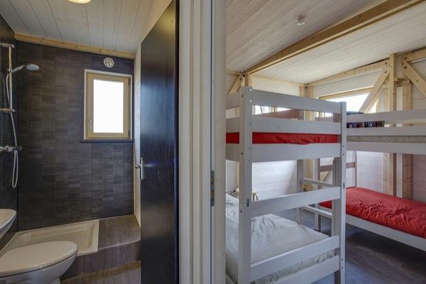 interior-Casa-Fenix-emergencia-modulo-base-y-baño