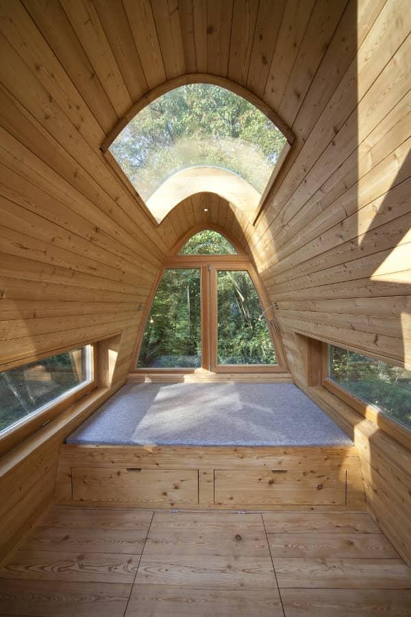 interior-Solling-refugio-arboles-planta-alta