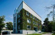 Jardín vertical en una rehabilitación de Varsovia