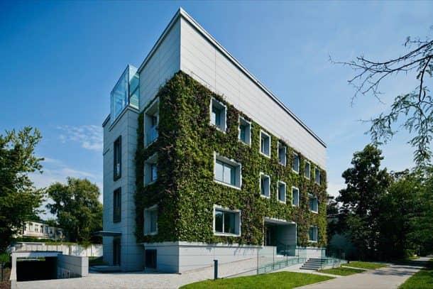 Fundacion-Ciencias-Polonia con jardín vertical