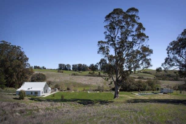Hupomone-Ranch-pradera-caseta-piscina