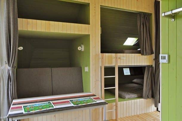 Trek-In-cabaña-prefabricada-sofa