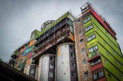 silo-con-contenedores-para-residencia-estudiantes