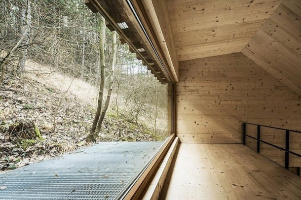 Caba a de tom casa de madera en un bosque austr aco - Altillo de madera ...