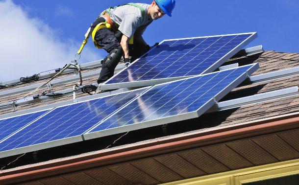 instalando-paneles-fotovoltaicos