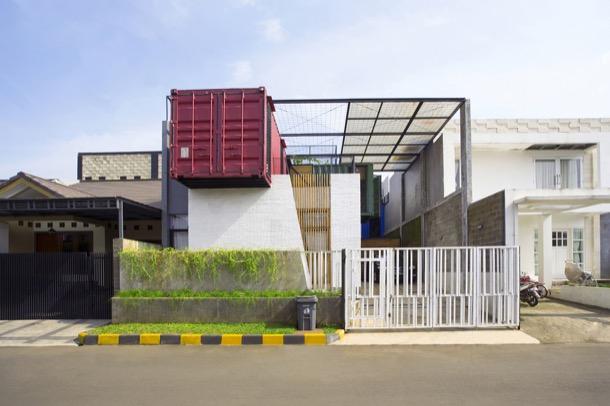 fachada calle Casa container