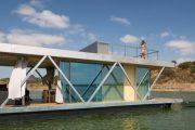 Floatwing: casa flotante prefabricada para la movilidad en el agua