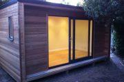 The Box: caseta para el jardín, construida en madera