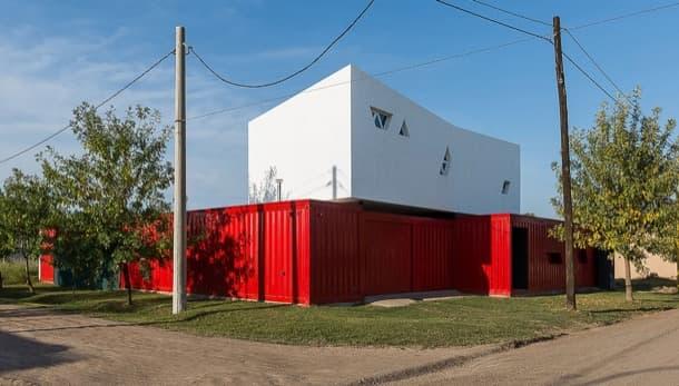 casa híbrida con dos contenedores San Francisco (Cordoba, Argentina)