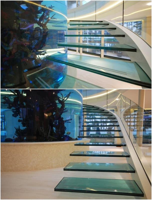 escalera peldaños de vidrio