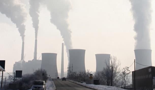 chimeneas de industria contaminante